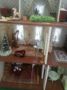 A sewing room! And a harp! With a violin in its own case!